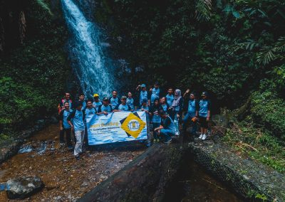 sewa-drone-bogor-sky-caterpilar-indonesia-take-photo-on-waterfall